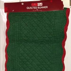 Quilted Christmas Holiday Runner Scalloped